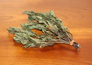 乾燥させたニホンハッカの葉